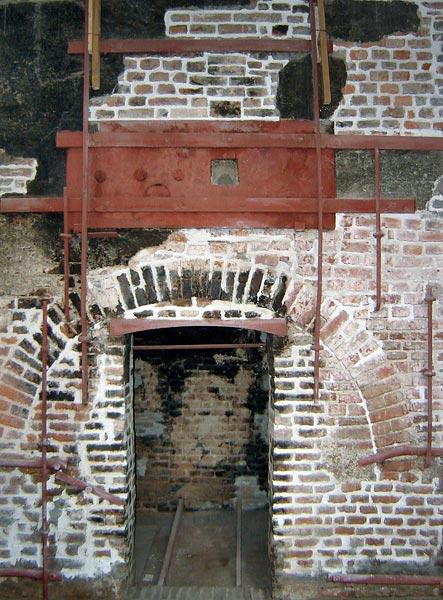 Antico forno fusorio presente al pian terreno della fonderia Barigozzi di Milano, chiusa nel 1975 e trasformata in museo storico.