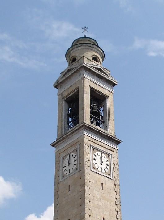 Nella foto: Il campanile della chiesa parrocchiale di S. Lorenzo in Alzano Sopra. Foto di Fabio Zenucchi.