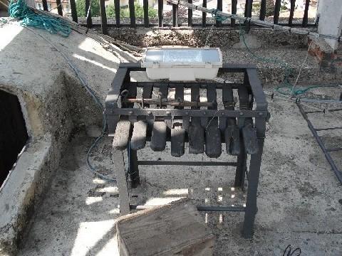 Nella foto: La tastiera prima che venisse rimessa in uso. Foto di Fabio Zenucchi.