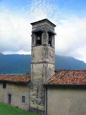 La secentesca parrocchiale di Avenone, dedicata a S. Bartolomeo.