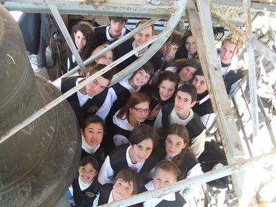 Group photo with the children of the Bell Ringing Academy of Roncobello (Italy)
