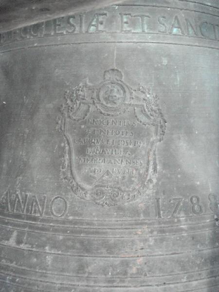 Lo stemma sulla campana maggiore