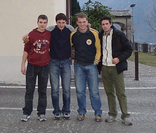 Il gruppo campanari di Prata (da sinistra verso destra: Mauro, Andrea, Matteo) con il sottoscritto.
