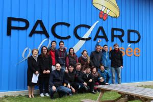 Foto di gruppo all'entrata del Museo Paccard a fine visita